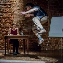Paulina Krzeczkowska and Claudio Santana Bórquez in his performative lecture The Persona: the Lucidity of the Performers Path, Wrocław, 2016, photo Maciej Zakrzewski